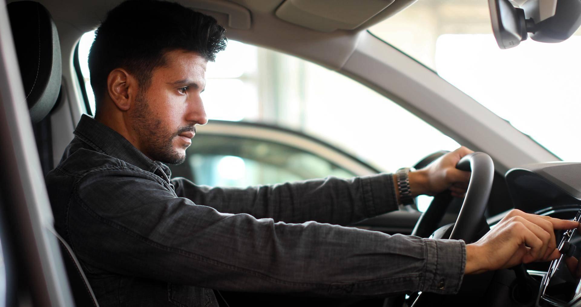 Alles was Sie über ''abgelenktes Fahren'' wissen müssen - Alles was Sie über ''abgelenktes Fahren'' wissen müssen