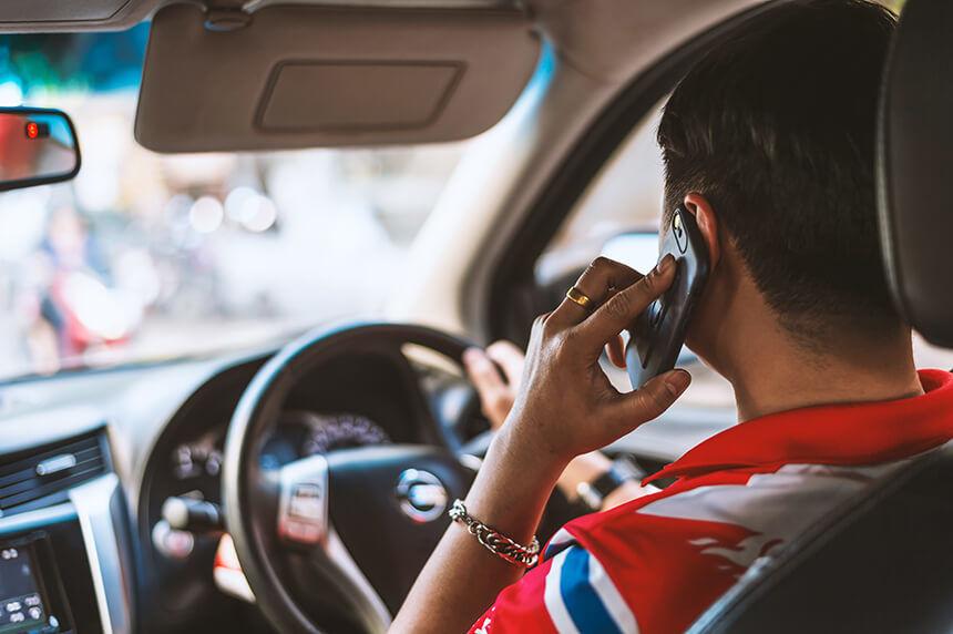 Ein Leitfaden zur Verhinderung des abgelenkten Fahrens - Ein Leitfaden des abgelenkten Fahrens